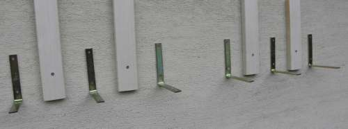způsob přichycení latí a konzolí na zeď